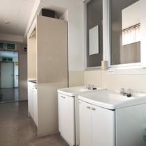 【洗面所】共同の洗面所もご利用いただけます。