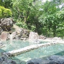 *露天風呂/当館自慢の露天風呂!野趣あふれる岩造りのお風呂です。天然温泉で体をほぐしてください。