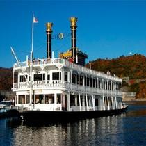 *奥只見湖遊覧船/当館より車で約40分。四季折々、神秘的な表情で私達を楽しませてくれます。