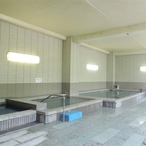 *大浴場/ジャグジーもある広々とした内湯。ファミリー、グループでもゆったりとご利用いただけます。