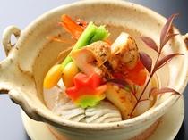 【季節限定】松茸の土瓶蒸し900円。ご注文お待ちしております。