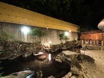 当宿自慢の天然温泉100%かけ流しの露天風呂!!