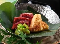 メイン料理『牛肉と筍の青朴葉焼き』!!