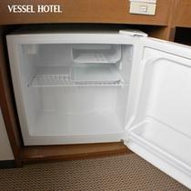 室内には冷蔵庫がございます。ご自由にどうぞ★