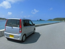 レンタカーで島を散策してみませんか。