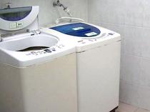 館内には無料で使用できる洗濯機を完備しております。