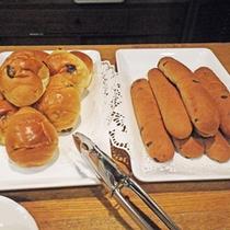 *朝食サービス/毎朝7:00〜9:00まで、1Fグリルウラガにて、パン・コーヒー・お茶を無料サービス中♪