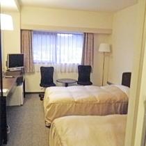 *ツインルーム一例/シングルベッドが2台、18㎡のシンプルな造り。ウォシュレット・空気清浄器完備で快適♪