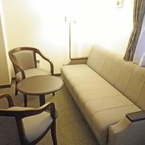 *デラックスツインルーム一例/30㎡のゆったりとしたお部屋に、ベッド2台の他ソファベッドがあります。