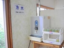 【休憩スペース】お水をご用意しております。ご入浴前には水分補給を。