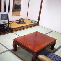 *【客室一例】落ち着きのある和室。実家に帰ったかのように、のんびりとお寛ぎください。