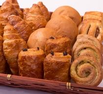 朝ごはんバイキング 焼き立てパンいろいろ