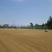 *施設目の前にあるテニスコート