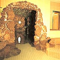 大浴場から続く洞堀風呂