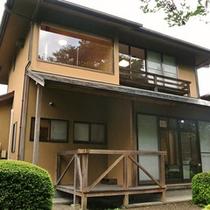 2階建て離れ客室 熟練の職人が築き上げた数寄屋造りの棟となっております