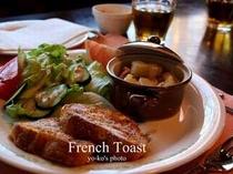 今日の朝食はジャーマンポテトとフレンチトースト♪.jpg