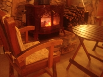 薪ストーブの前は冬の特等席