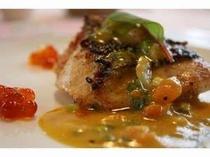 真鯛のポワレ 完熟トマトのヴィネグレットソース