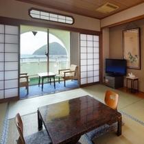むつ湾を眺められる和室一例