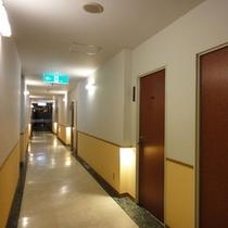 *館内一例:客室の廊下