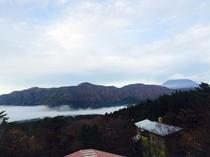 芦ノ湖上に雲海