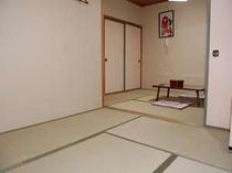 本館和室6畳+4.5畳の2間続きのお部屋です。