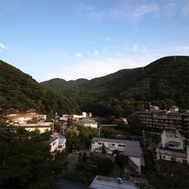 *玉庭からの眺望/清々しい朝の眺め。箱根連山の雄大な景色がご覧いただけます。