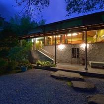 *外観/朝は鳥のさえずり、夜はどこまでも広がる静寂に包まれる箱根の隠れ家。