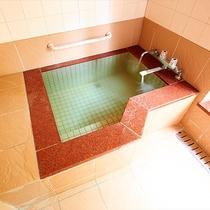 *客室一例『清月』/源泉かけ流し温泉が湧き出る、客室内の石風呂。