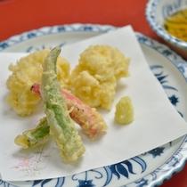 *お夕食一例/中皿。素材本来の味を生かした上品な味付けをお楽しみください。