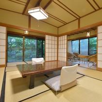 *客室一例『清月』/わずか8室の離れのお部屋は、それぞれ三間続きのゆとりある贅沢な造り。