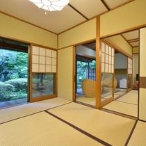 *客室一例『加茂』/懐かしさの感じられる純和風の離れの客室。源泉を引湯した内風呂付きです。
