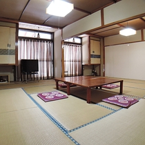 *【和室24帖】大きなお部屋ですので団体でのご利用や合宿でのご使用もできます。