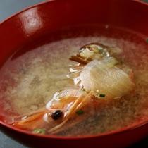 季節の旬素材と伊豆ならではの新鮮な海の幸・山の幸を厳選してお造りするお料理です。