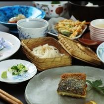伝統の技を重んじながらも、家庭的で馴染みやすい懐石料理をお楽しみください