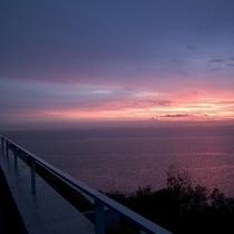 水平線から上る朝日