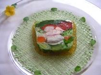 名物料理「高原野菜とオマール海老のテリーヌ」