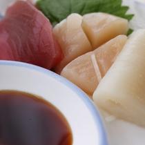 *【夕食一例/お造り】ホタテ、イカ、カツオ