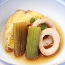 *【夕食一例/煮物】イカとフキの小揚げ袋詰め煮