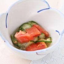 *【夕食一例/酢の物】キュウリとトマトの三杯酢