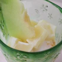 *【夕食一例】みかんと桃のヨーグルト和え