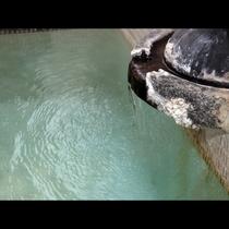 【温泉】湯量豊富な天然温泉は24時間入浴いただけます。