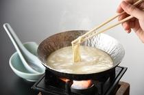 お客さまご自身に作っていただくおぼろ豆腐!