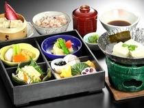 夕食付プランメニュー例(湯葉とお豆腐の松花堂御膳)