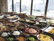 創作和食料理「旅籠茶家かやかや」がご提供する、品数豊富な和洋のバイキングをお楽しみください