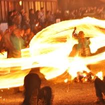 阿蘇に遅い春を告げる阿蘇神社の『火振り神事』