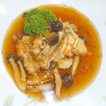 *<お料理一例>米沢鯉のきのこ中華あんかけ