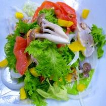 *<お料理一例>海鮮サラダ