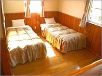 ベッドルーム-6名用2LDK(床暖房付)