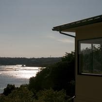 外観 英虞湾を望む高台に建つ